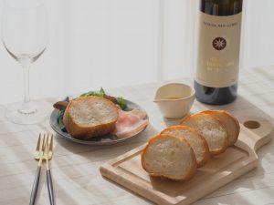 サッシカイア オリーブオイル フランスパンとともに・・・