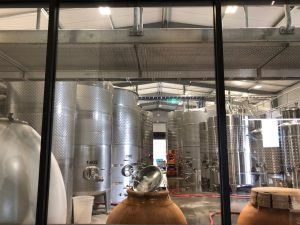 ニュージーランドワイン トゥーリバーズ 貯蔵タンク