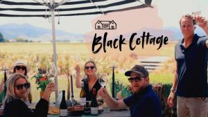 ニュージーランドワイン トゥーリバーズ・ブラックコテージ